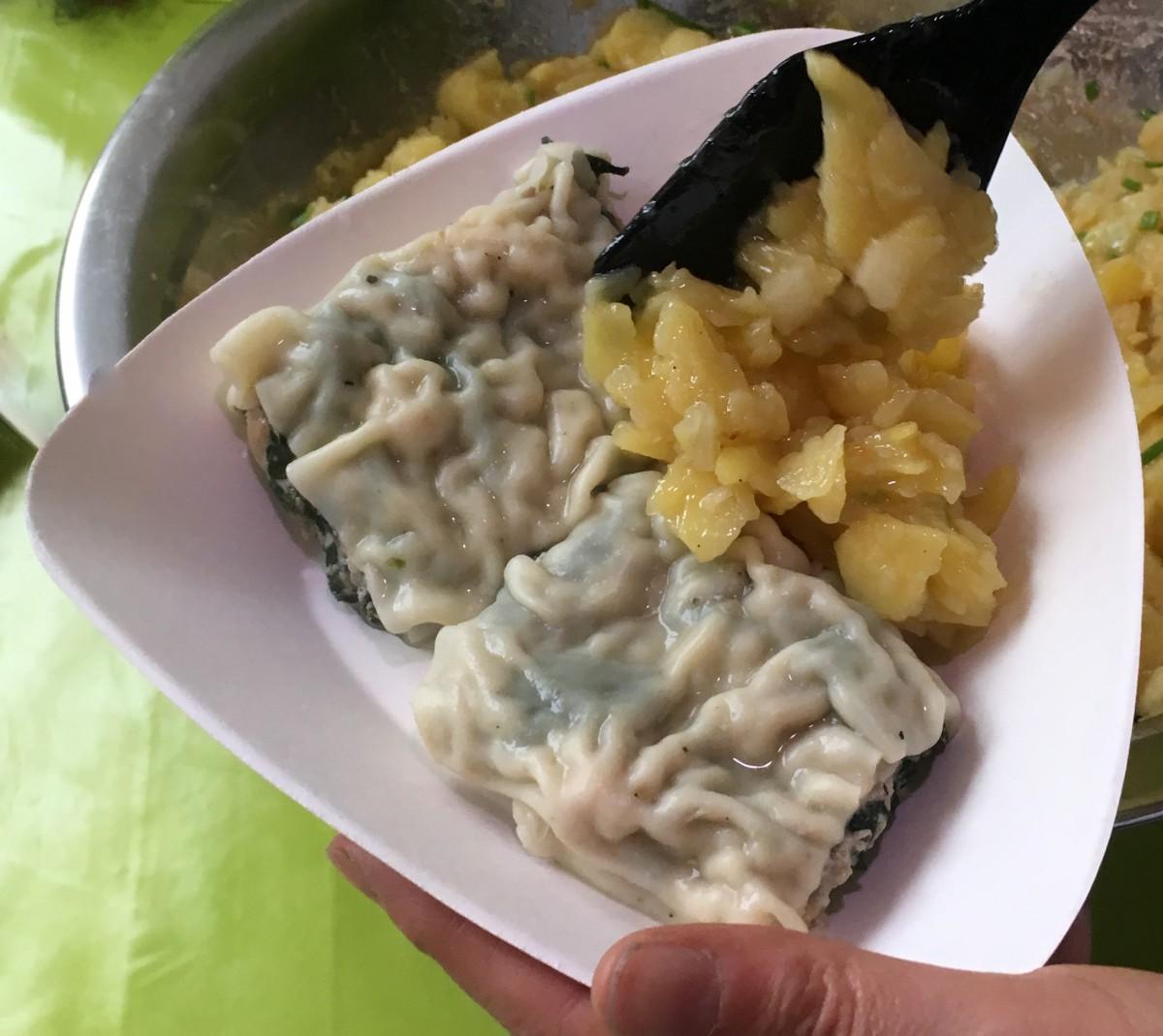 Alles frisch: Maultaschen mit Kartoffelsalat